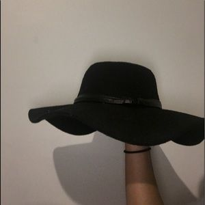 Kendall and Kylie pacsun black floppy hat